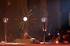 Was tun während der eucharistischen Anbetung?